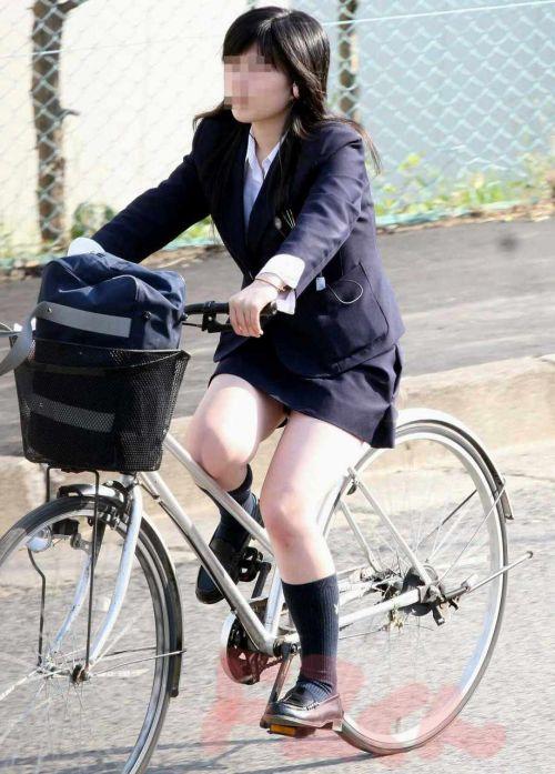 純白パンティも見えちゃうJKの自転車通学画像 41枚 No.38
