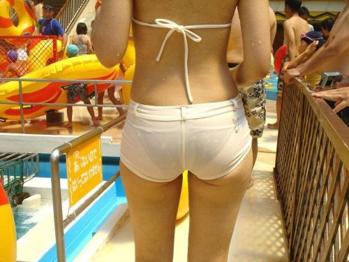 ビーチにいる女の子の美しいお尻を盗撮した画像集めたった 35枚 No.3