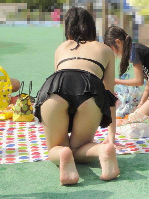 ビーチにいる女の子の美しいお尻を盗撮した画像集めたった 35枚 No.10