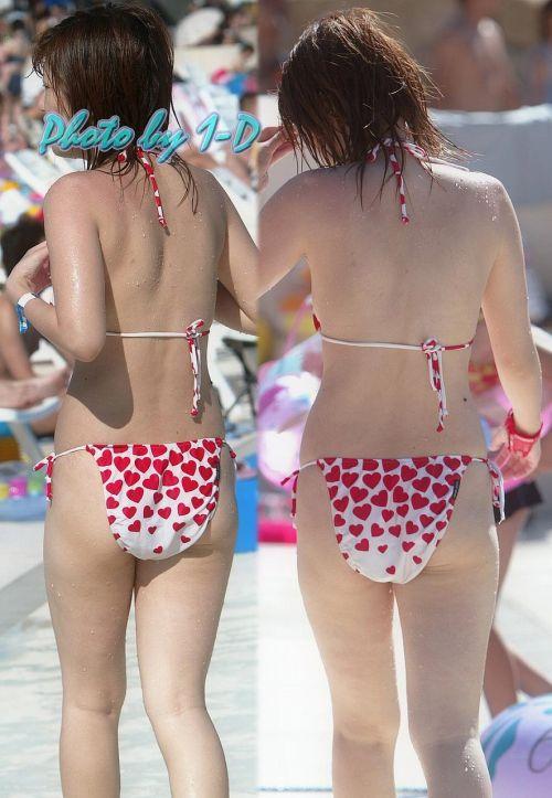 ビーチにいる女の子の美しいお尻を盗撮した画像集めたった 35枚 No.21