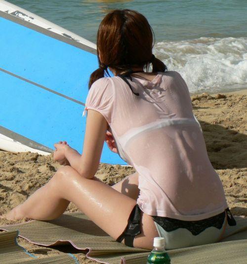 ビーチにいる女の子の美しいお尻を盗撮した画像集めたった 35枚 No.24