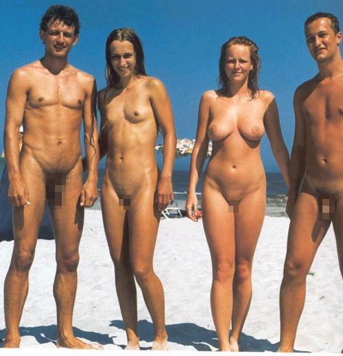 ヌーディストビーチでおっぱいさらけ出してる外人の盗撮エロ画像 37枚 No.7