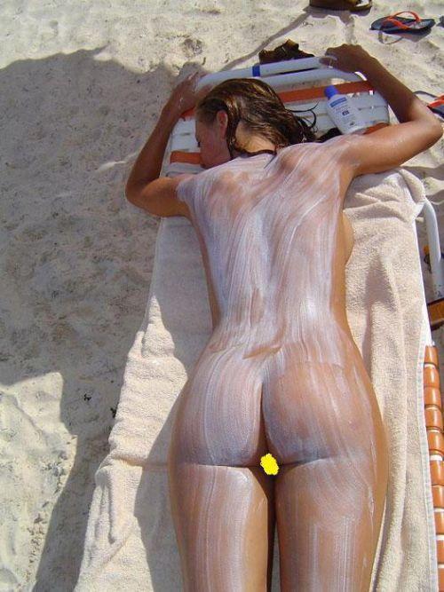 ヌーディストビーチでおっぱいさらけ出してる外人の盗撮エロ画像 37枚 No.8