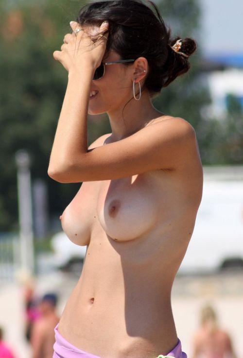 ヌーディストビーチでおっぱいさらけ出してる外人の盗撮エロ画像 37枚 No.32