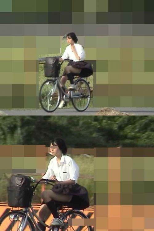 【盗撮画像】ミニスカJKが自転車通学すると当然パンチラしまくるよな 41枚 No.3