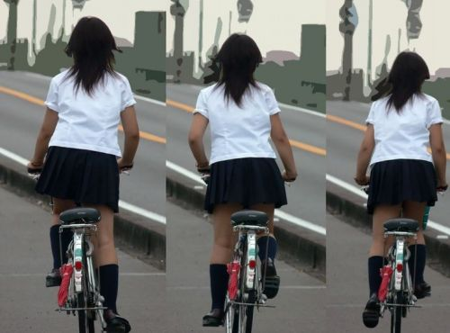 【盗撮画像】ミニスカJKが自転車通学すると当然パンチラしまくるよな 41枚 No.15