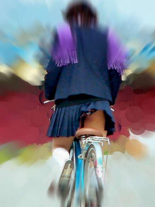 【盗撮画像】ミニスカJKが自転車通学すると当然パンチラしまくるよな 41枚 No.31