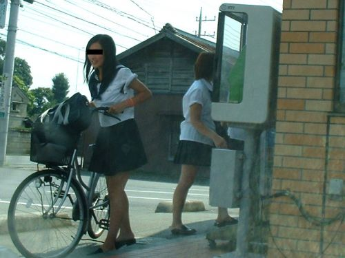 【盗撮画像】ミニスカJKが自転車通学すると当然パンチラしまくるよな 41枚 No.39