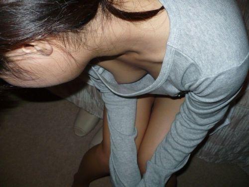 【胸チラ盗撮画像】素人女性の乳首がポロリしちゃってるんだがwww 38枚 No.29