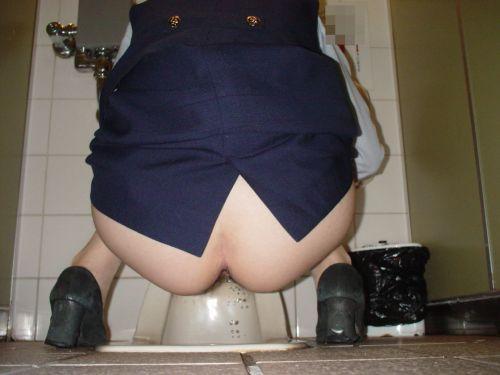 【盗撮画像】和式便所で後ろから覗くと女性のお尻はこう見える! 38枚 No.37