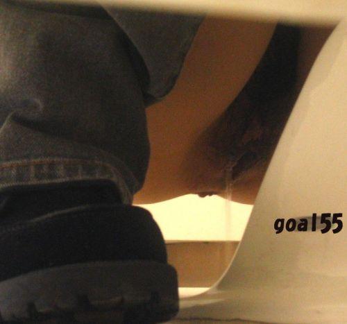 【盗撮画像】和式便所で後ろから覗くと女性のお尻はこう見える! 38枚 No.38
