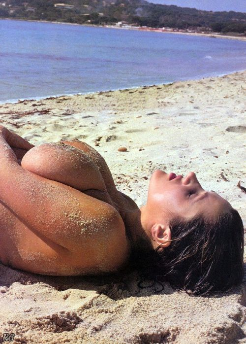 ヌーディストビーチでご機嫌な外人の全裸盗撮画像 37枚 No.10