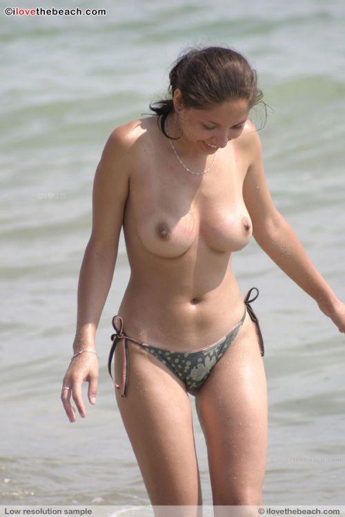 ヌーディストビーチでご機嫌な外人の全裸盗撮画像 37枚 No.20