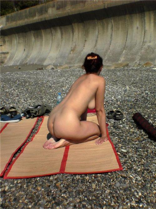 ヌーディストビーチでご機嫌な外人の全裸盗撮画像 37枚 No.21