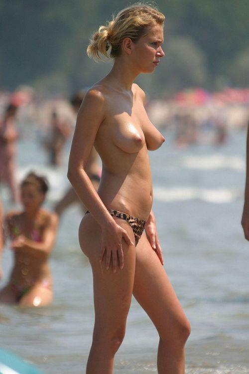 ヌーディストビーチでご機嫌な外人の全裸盗撮画像 37枚 No.25