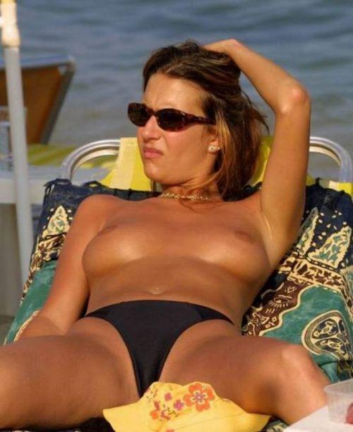 ヌーディストビーチでご機嫌な外人の全裸盗撮画像 37枚 No.34