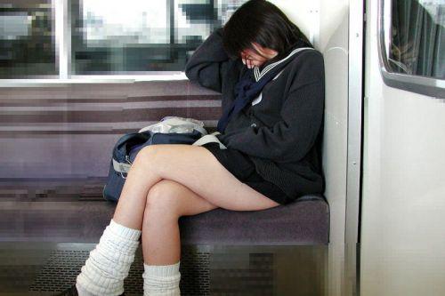 【エロ画像】電車通学中のJKが太もも見せつけてきてエロ過ぎ! 35枚 No.13