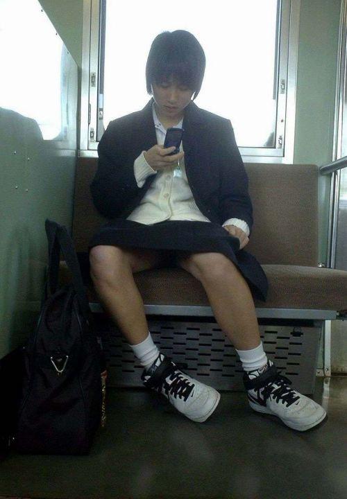 【エロ画像】電車通学中のJKが太もも見せつけてきてエロ過ぎ! 35枚 No.16