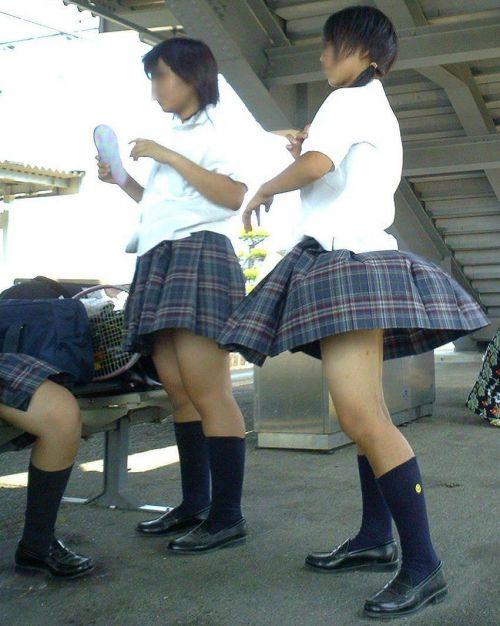 【エロ画像】電車通学中のJKが太もも見せつけてきてエロ過ぎ! 35枚 No.24