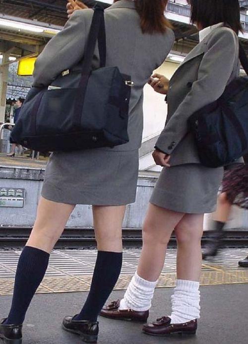 【エロ画像】電車通学中のJKが太もも見せつけてきてエロ過ぎ! 35枚 No.25