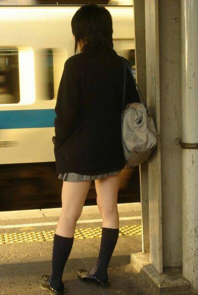 【エロ画像】電車通学中のJKが太もも見せつけてきてエロ過ぎ! 35枚 No.26