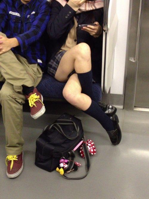 【エロ画像】電車通学中のJKが太もも見せつけてきてエロ過ぎ! 35枚 No.29