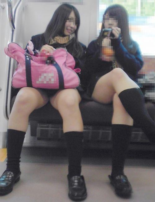 【エロ画像】電車通学中のJKが太もも見せつけてきてエロ過ぎ! 35枚 No.31
