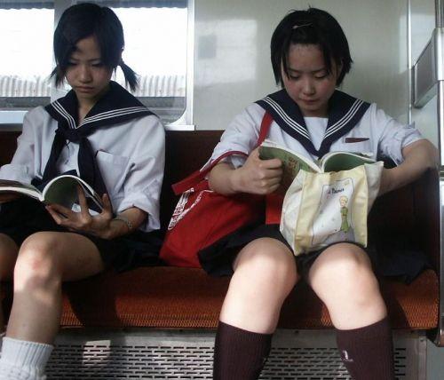 【エロ画像】電車通学中のJKが太もも見せつけてきてエロ過ぎ! 35枚 No.35