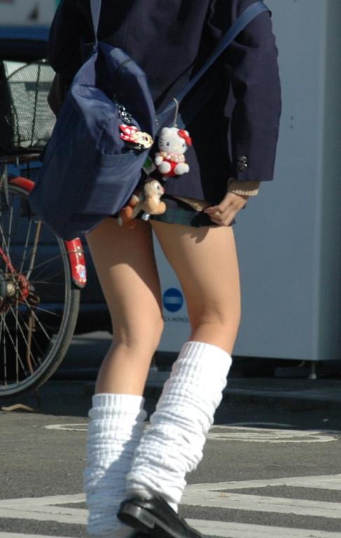 【盗撮画像】素足がスベスベでフレッシュなJKのナマ足エロ過ぎ! 39枚 No.15