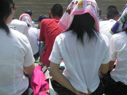 【画像】女子高生の透けたブラジャーの色が濃いとエロランジェリー状態 35枚 No.5