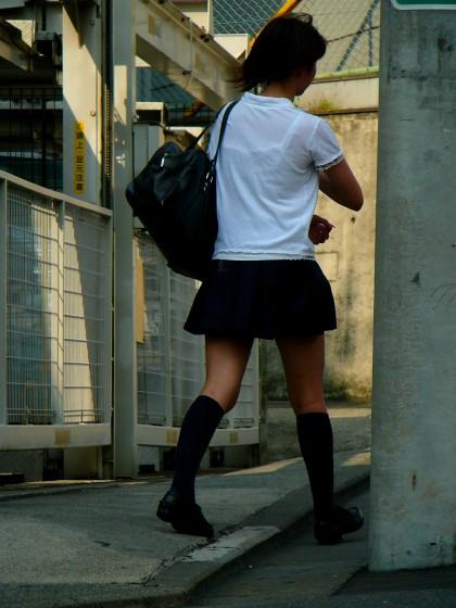 【画像】女子高生の透けたブラジャーの色が濃いとエロランジェリー状態 35枚 No.15