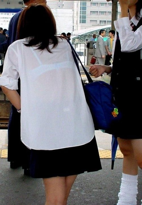 【画像】女子高生の透けたブラジャーの色が濃いとエロランジェリー状態 35枚 No.30