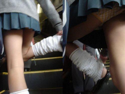 【盗撮画像】スカートの下から見上げるJKのパンツを眺めるスレ 39枚 No.1