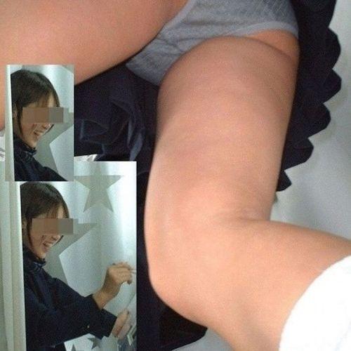 【盗撮画像】スカートの下から見上げるJKのパンツを眺めるスレ 39枚 No.18