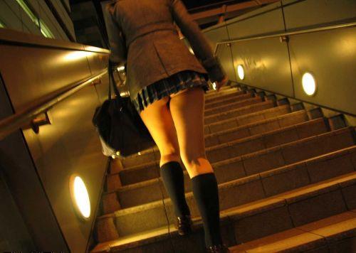 【盗撮画像】スカートの下から見上げるJKのパンツを眺めるスレ 39枚 No.24
