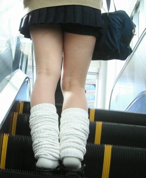 【盗撮画像】スカートの下から見上げるJKのパンツを眺めるスレ 39枚 No.35
