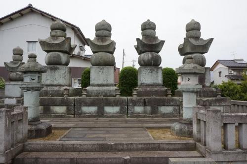 3本多墓 (1200x800)