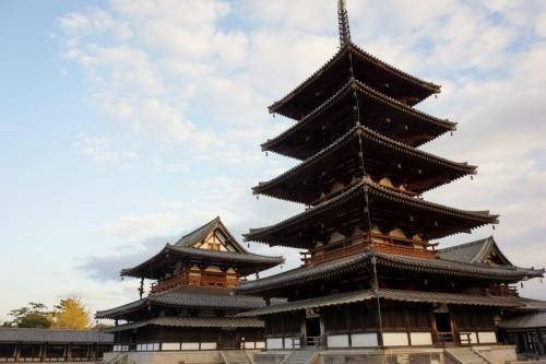 4五重塔と金堂 (1200x800)