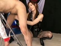 【榊なち】椅子に縛って拘束したM男をペニバン手コキ責めするボンテージ痴女!