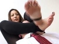 足が大好きな医者を足コキで悩殺する長身美女 鈴木杏里