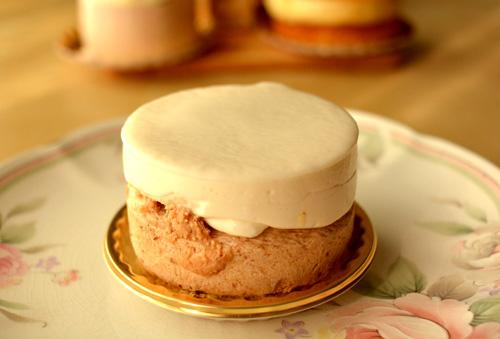 【ケーキ】イル・プルー・シュル・ラ・セーヌ「栗とココナッツのムース」 (2)