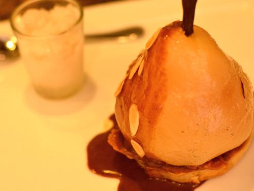 """【ケーキ】アカシエ「まるごと洋梨の""""ベル・エレーヌ風""""パリパリのタルトにのせて」 (3)"""