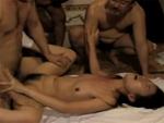 人妻熟女動画 : 【葉月樹里】男3人に立て続けに連続挿入されて悶絶絶頂痙攣アクメに達する未亡人 ながえスタイル
