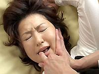 となりのおくさま:【無修正】里中亜矢子 初裏無修正動画 熟れすぎた母は奴隷になった