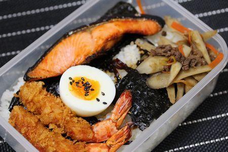 鮭海苔弁当3