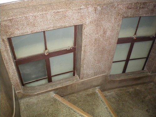 二本榎出張所・階段2