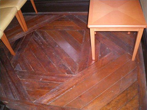 インブリー館・2F西の部屋床