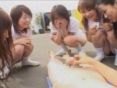 【センズリ鑑賞】体操服の女子高生5人に囲まれオナニーさせられる男子生徒FC2Adult