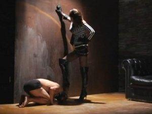 ニーハイブーツドSお姉さんの蹴りと踏みつけに耐えるM男xHamster