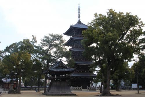 善通寺五重塔と鐘楼
